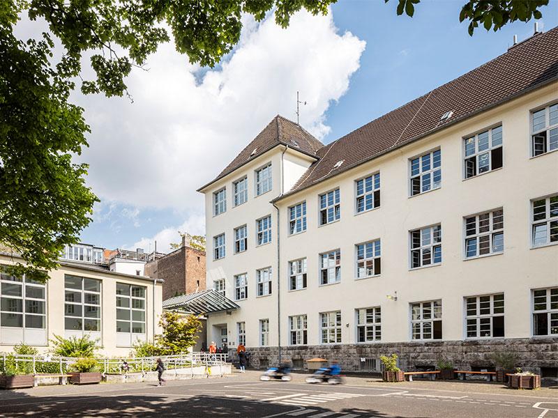 Schulhof_vorne